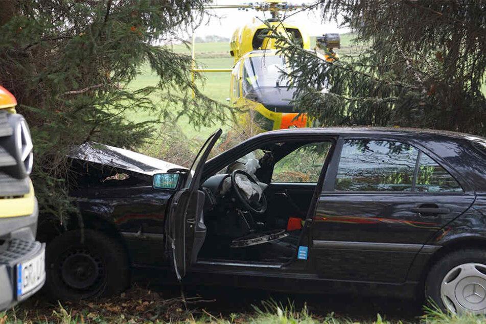 Die Beifahrerin musste schwer verletzt ins Krankenhaus gebracht werden.