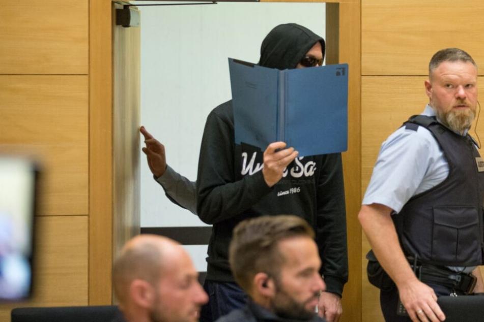Dreifachmord von Hille: Kommen die Killer für immer hinter Gitter?