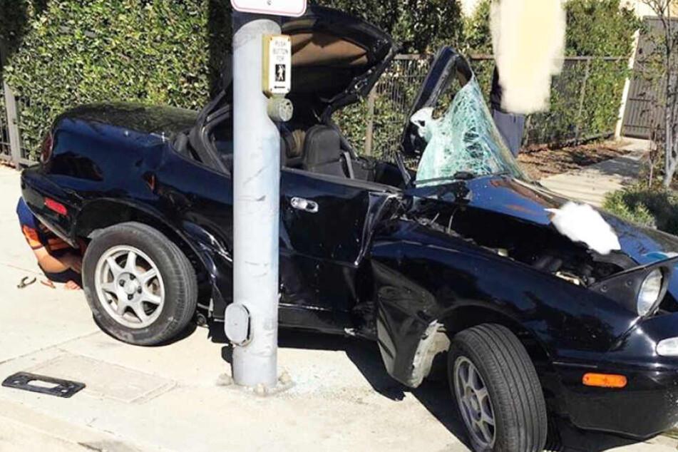 Das Auto dürfte Totalschaden erlitten haben.