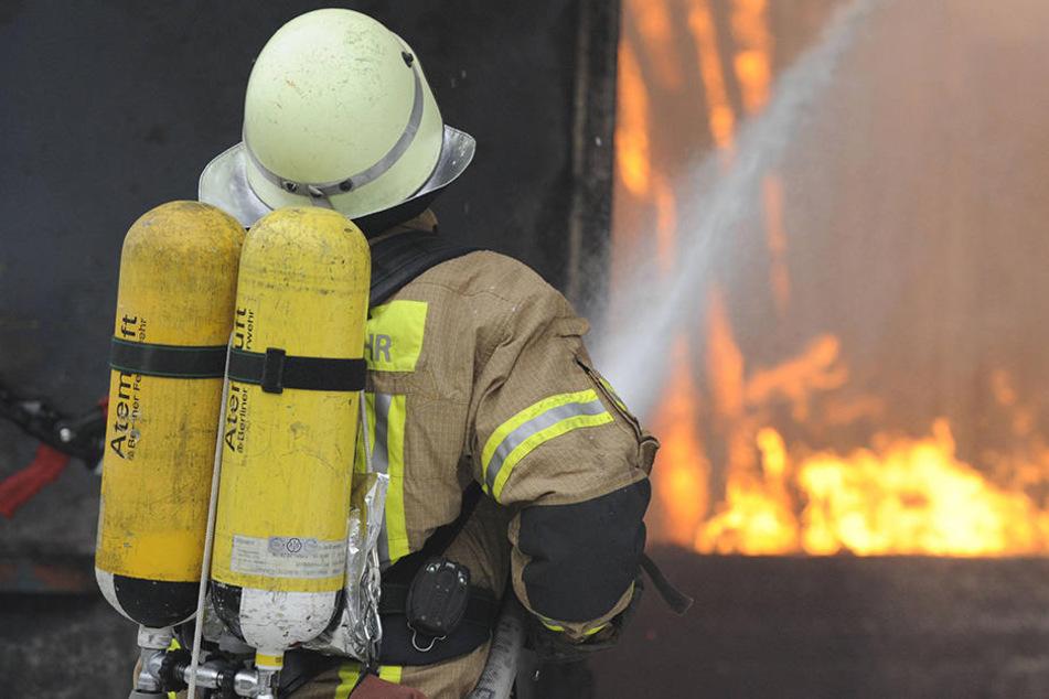Bei dem Brand wurde eine Frau leicht verletzt.
