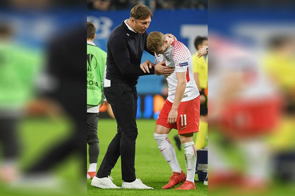 Hau' ich ihn oder feiern wir zusammen? Leipzigs Coach Ralph Hasenhüttl (l.) war sich nicht ganz sicher, wie er mit Glücklos-Stürmer Timo Werner (r.) umgehen sollte.