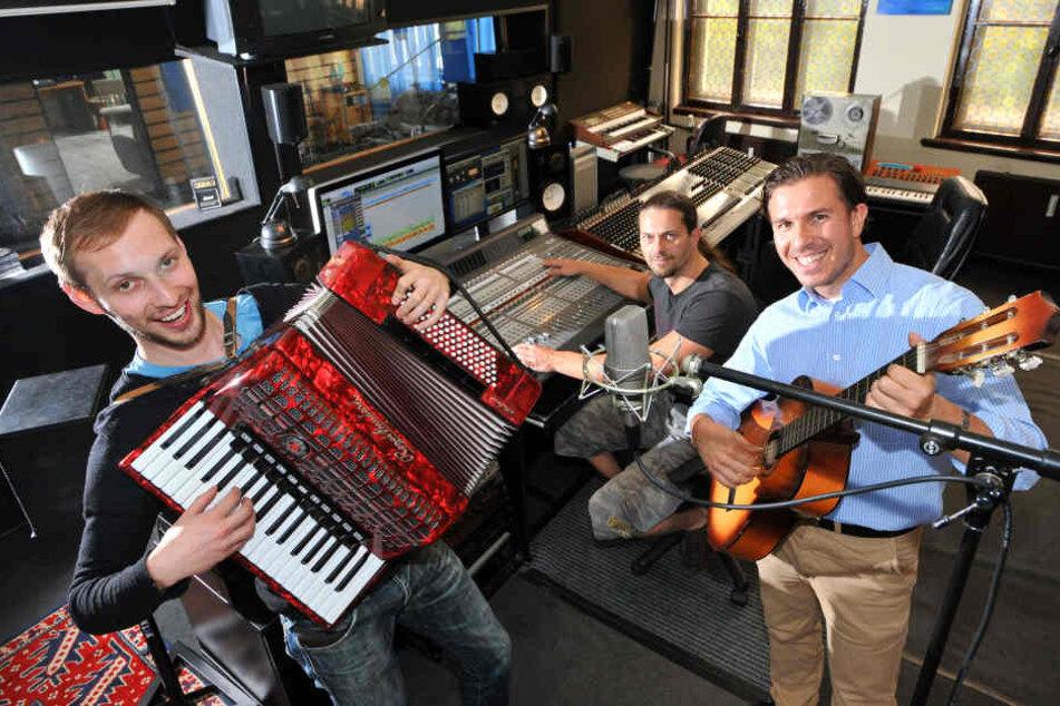 Mit Musiker Martin Schmitt (30, li.) verbindet Henrik Bonesky (38, re.) eine langjährige Freundschaft. Jetzt stehen sich die beiden als Kontrahenten gegenüber.