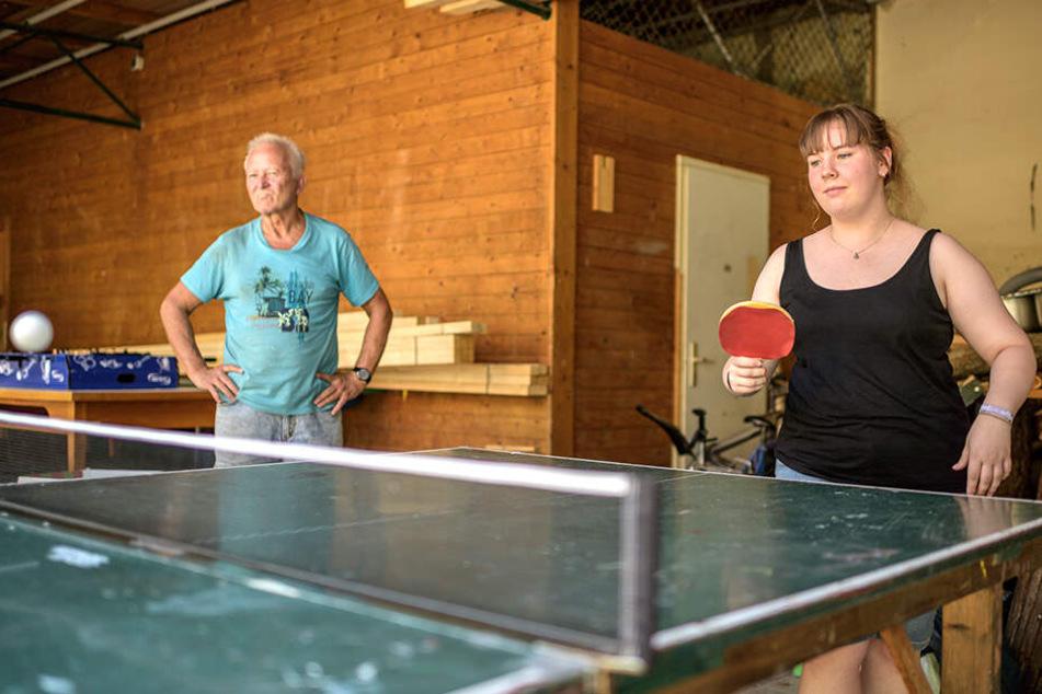 """Ob Handwerk oder Sport, die junge Julia und der """"etwas ältere"""" Klaus bilden ein gutes Team."""
