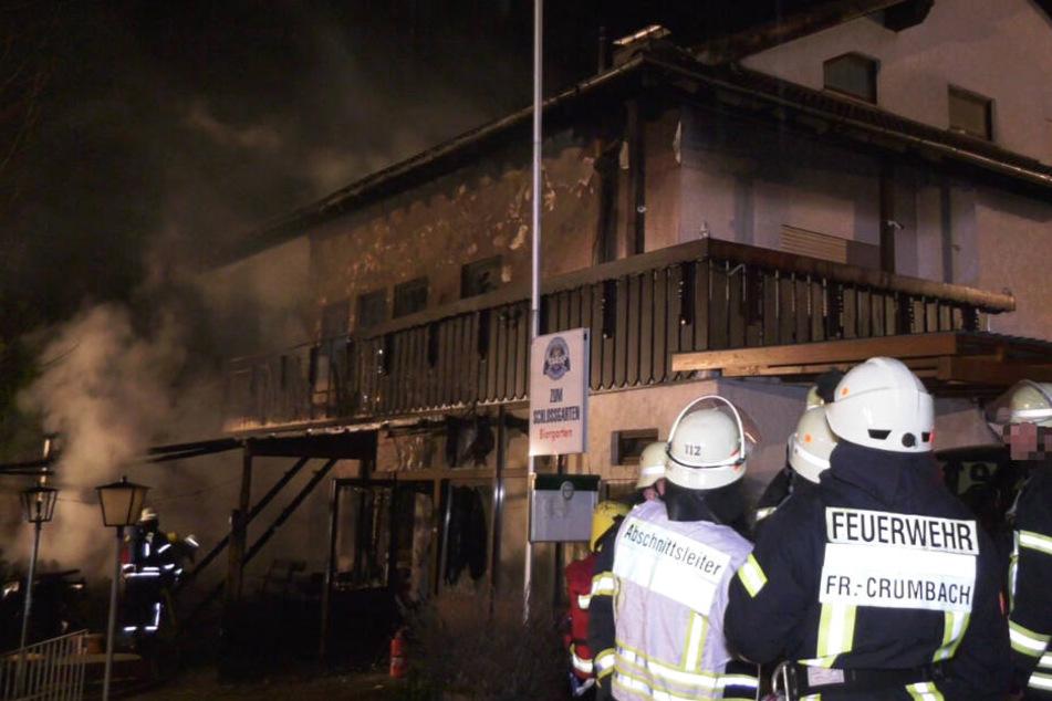 Die Löscharbeiten der Feuerwehr dauerten bis in die Nacht zu Freitag an.