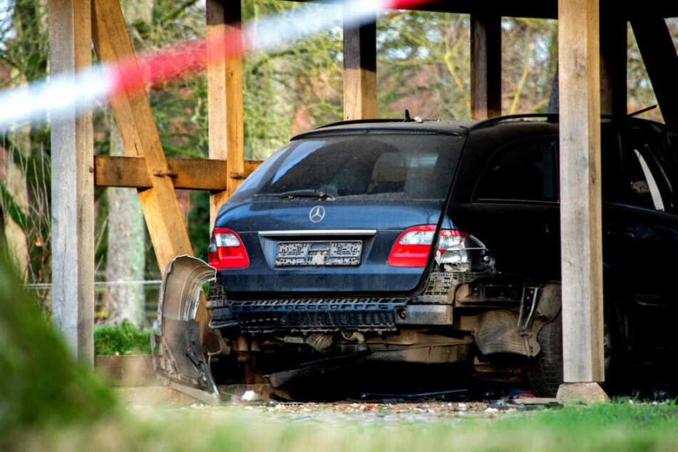 Ein Auto auf dem Grundstück der Walsroder Bürgermeisterin wurde durch eine Explosion beschädigt.