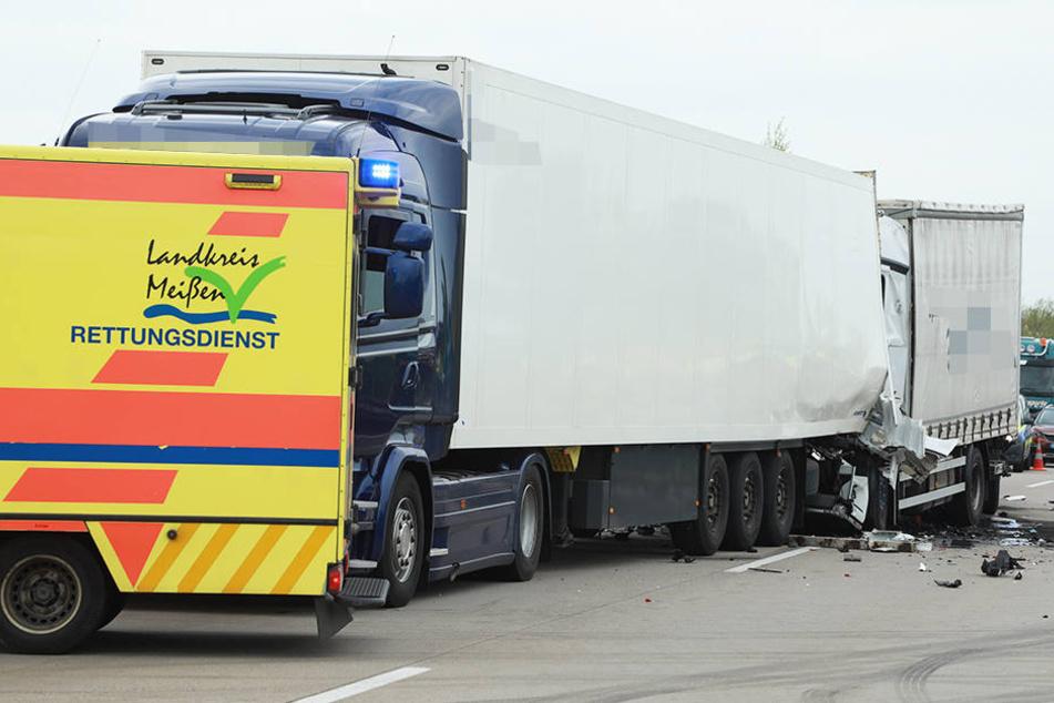 Fahrer eingeklemmt! Zwei Lkw krachen auf A4 bei Wilsdruff ineinander