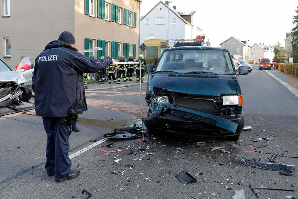 Die Chemnitzer Straße musste voll gesperrt werden.