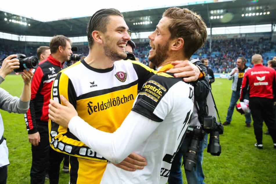 Am 16. April 2016 feierte Pascal Testreot nach dem 2:2 in Magdeburg zusammen mit Justin Eilers und Dynamo den Aufstieg in die 2. Bundesliga.