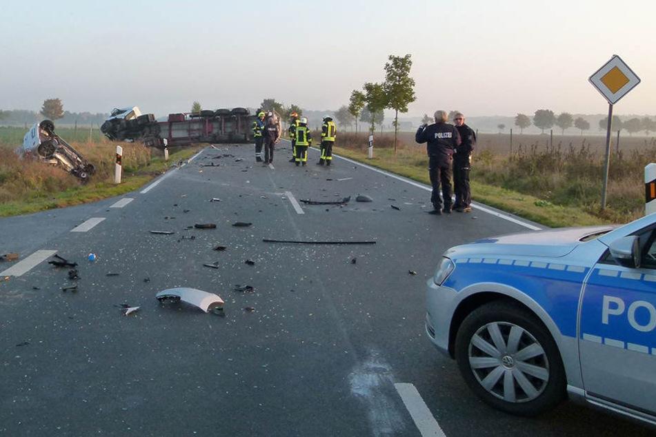 Der Fahrer wurde eingeklemmt und konnte nur noch tot aus dem Auto geborgen werden.
