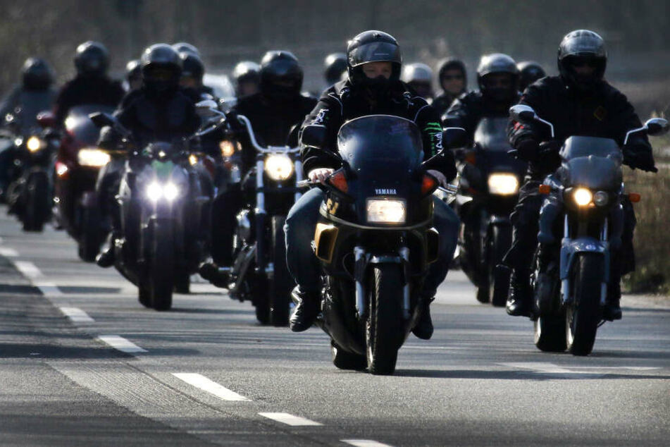 Rocker fahren auf ihren Motorrädern (Symbolbild)