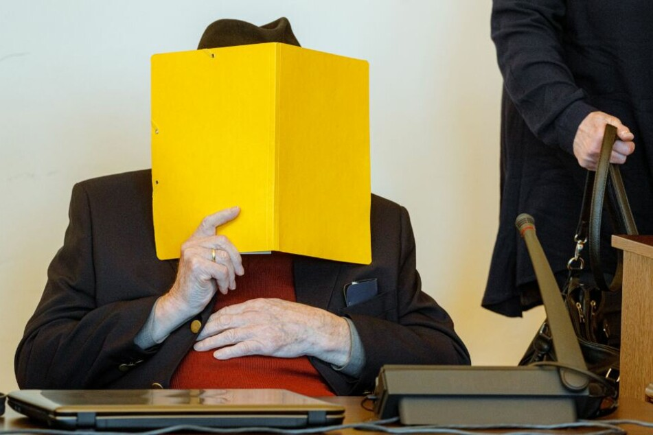 Prozess gegen ehemaligen SS-Wachmann: KZ-Überlebender sagt aus!