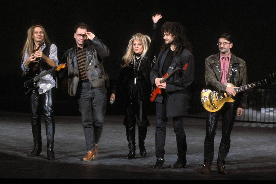 Eine Aufnahme von 1995: Silly, damals noch zu fünft, mit Bandgründerin Tamara Danz an der Spitze.