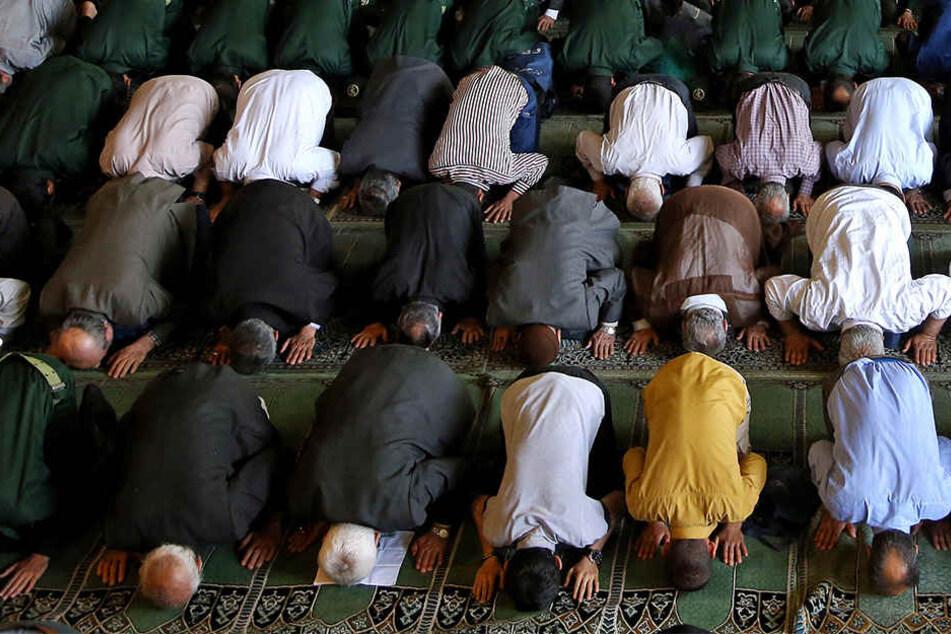 24-Jähriger greift Imam in Moschee mit Messer an