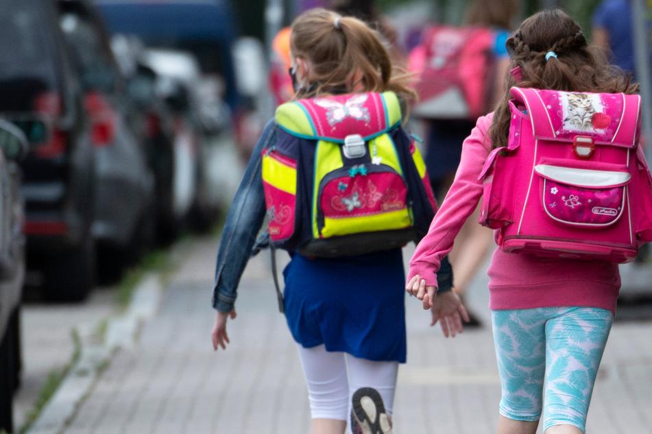 Der Freitag ist der letzte Schultag vor den Sommerferien für alle Schülerinnen und Schüler in Hessen (Symbolbild).