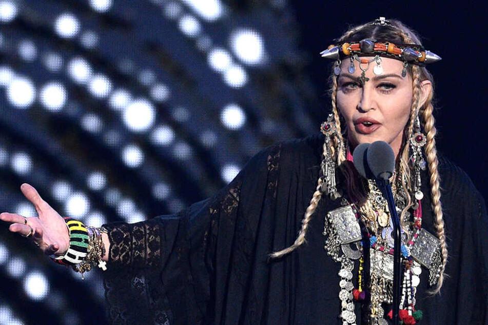 """Premiere! MTV zeigt heute neues Video """"Medellin"""" von Madonna"""