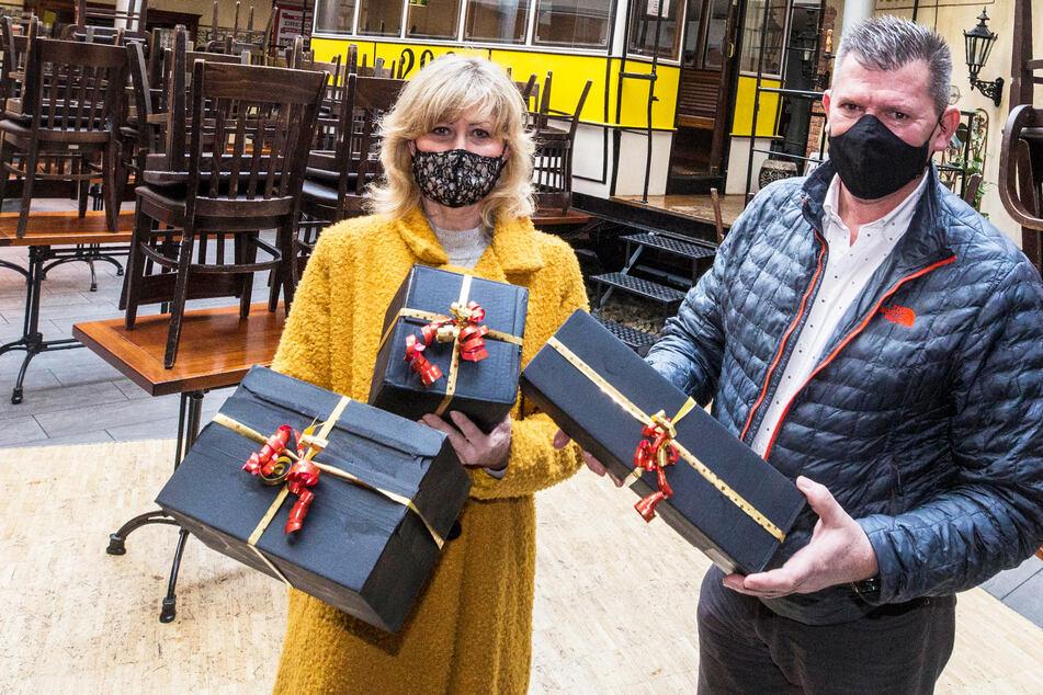 Sächsische Gastwirte packen schwarze Geschenke für Politiker