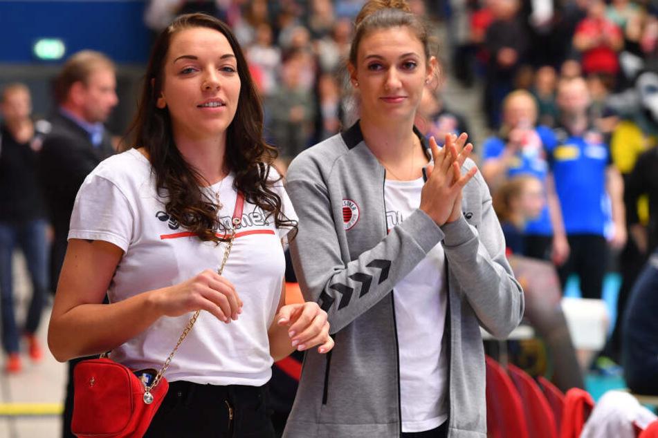 Im Spiel gegen Suhl mussten Katharina Schwabe und Lena Stigrot (v.l.) zuschauen. Schwabe ist wieder fit, hinter Stigrot steht ein Fragezeichen.