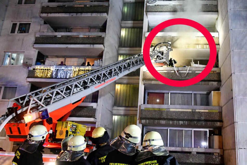 Das Feuer brach in einem 17-stöckigen Hochhaus aus.