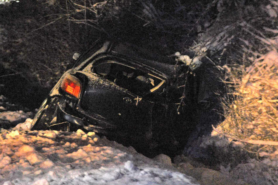 23-Jähriger stirbt bei Unfall auf schneebedeckter Straße