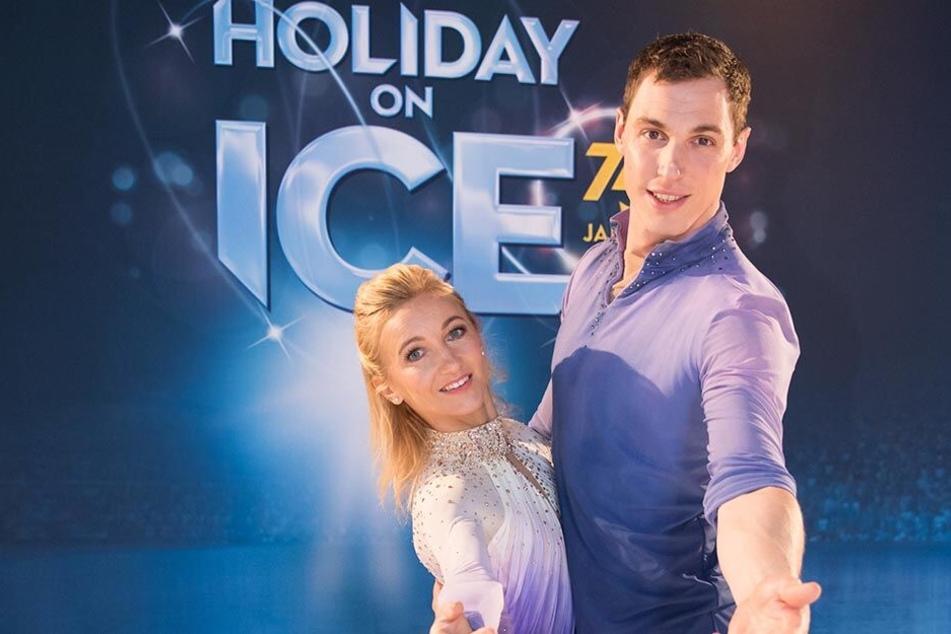 """Die Paarlauf-Olympiasieger Aljona Savchenko (35) und Bruno Massot (30) trainieren den Nachwuchs für """"Holiday On Ice""""."""