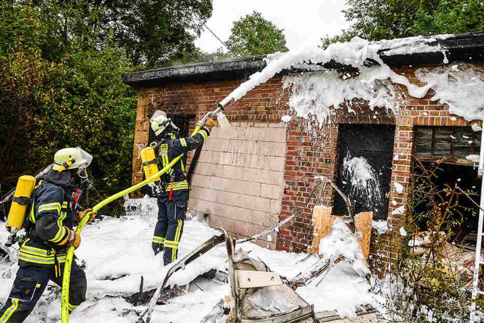 Schreck im Morgengrauen: Haus fängt Feuer!