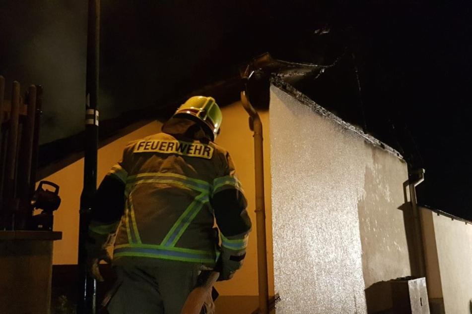 Der Dachstuhl des Hauses brannte komplett aus.