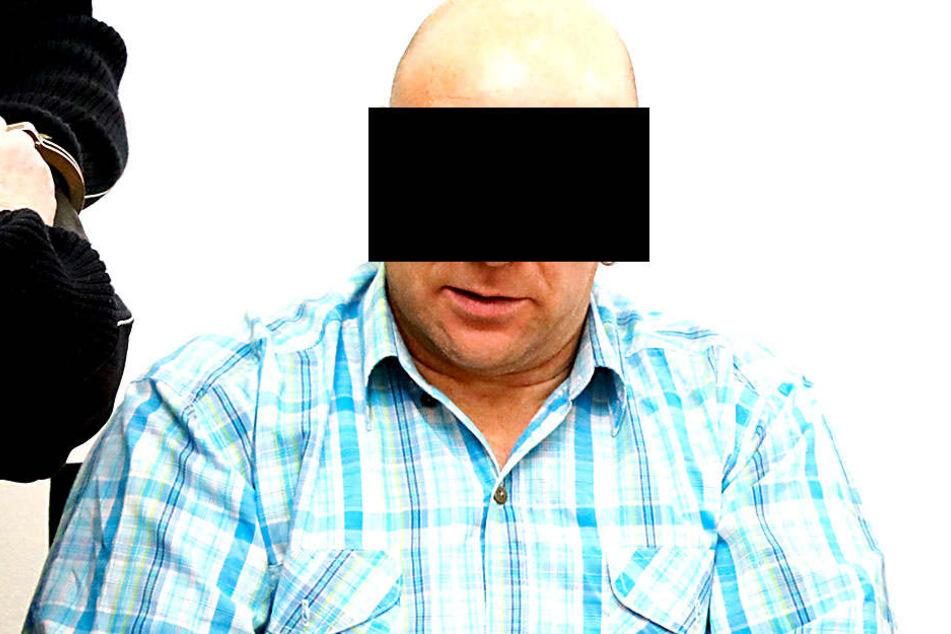 Alexander K. (47, l.) bekam am Donnerstag vom Landgericht Chemnitz Knast-Rabatt