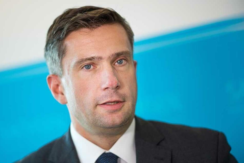 Wehrt sich gegen Vorwürfe, zu langsam zu arbeiten: Verkehrsminister Martin Dulig (45, SPD).