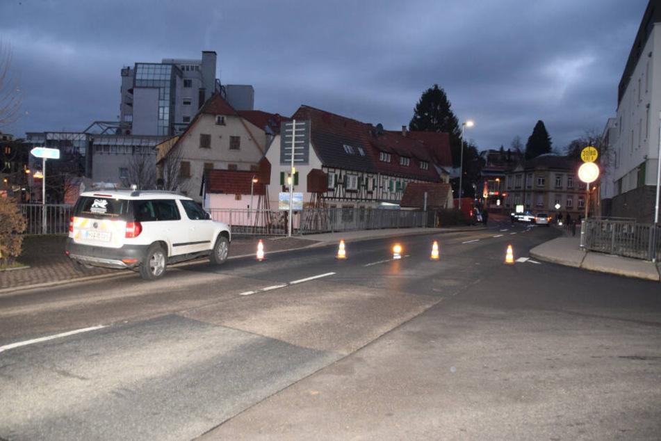 Das Kind überquerte die Friedrichstraße in Sinsheim, als es erfasst wurde.