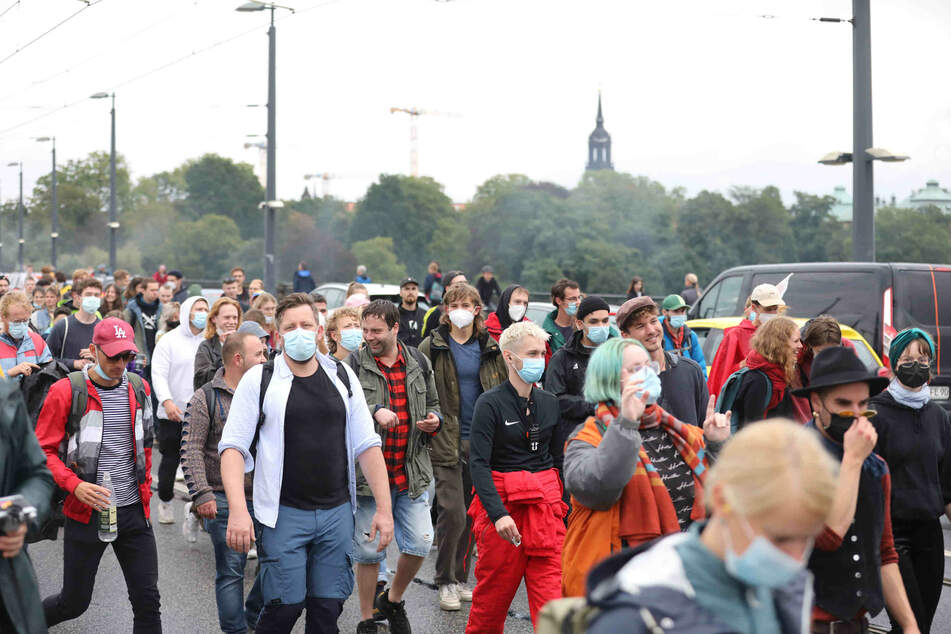 """Mehrere Tausend Menschen nahmen an der inzwischen sechsten """"Tolerade"""" in Dresden teil."""