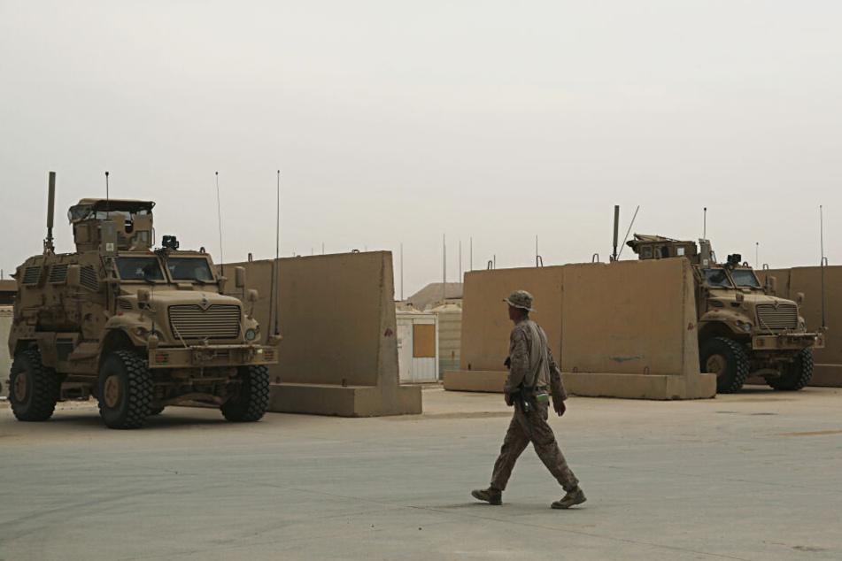 US-Soldaten sind auf dem Luftwaffenstützpunkt Ain al-Asad im Irak stationiert. Der Iran hat aus Vergeltung für die Tötung seines Top-Generals Soleimani zwei von US-Soldaten genutzte Militärstützpunkte im Irak angegriffen.