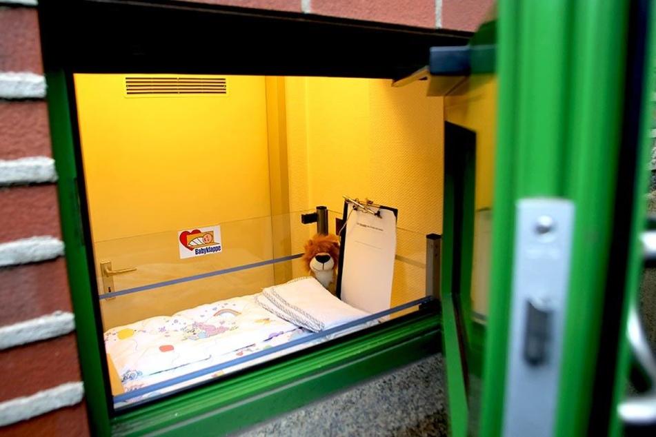 In einer solchen Babyklappe wurde ein kleines Kind gefunden.