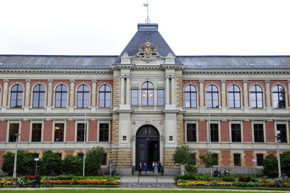 Der Einbrecher stand am Montag in Zwickau vor dem Landgericht.