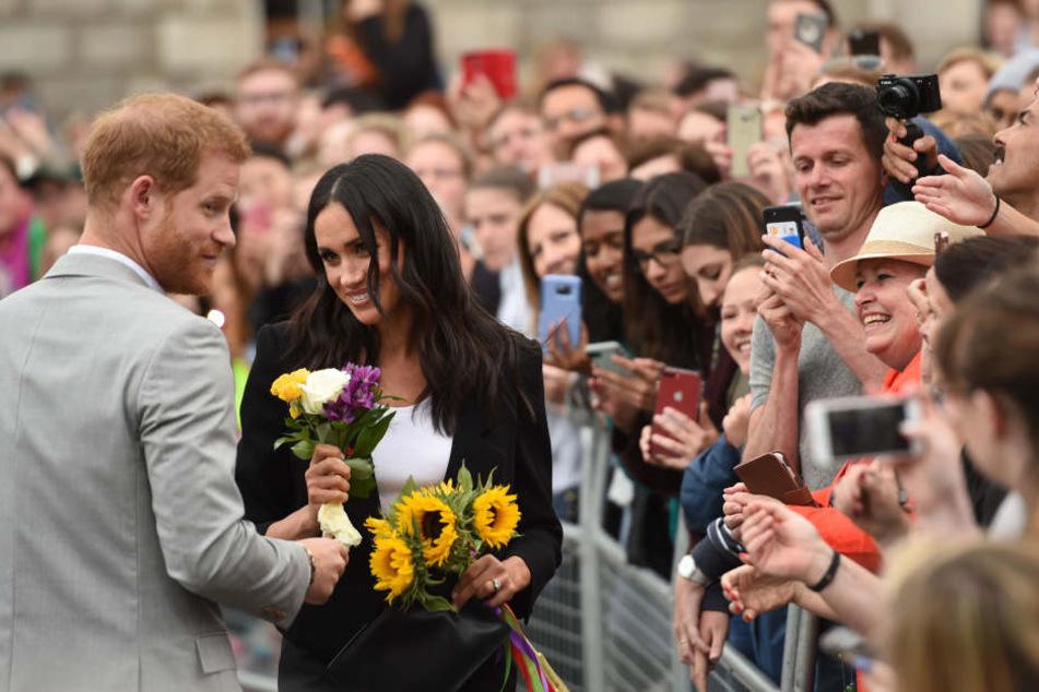 Aktuell sind Harry und Meghan zu Gast in Dublin. Hier fliegen dem royalen Paar die Herzen nur so zu.
