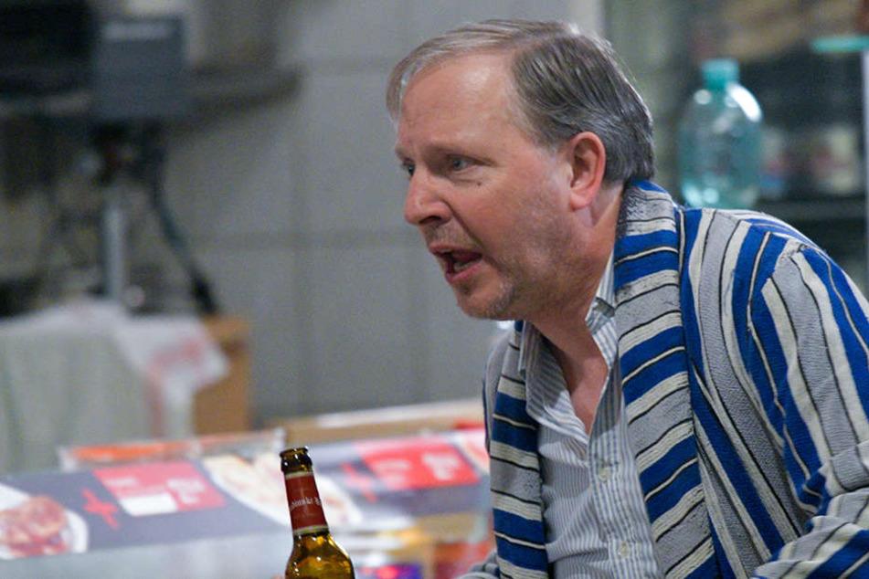 Der Schauspieler Olli Dittrich (61, als Dittsche) bei Dreharbeiten in der Eppendorfer Grill-Station.