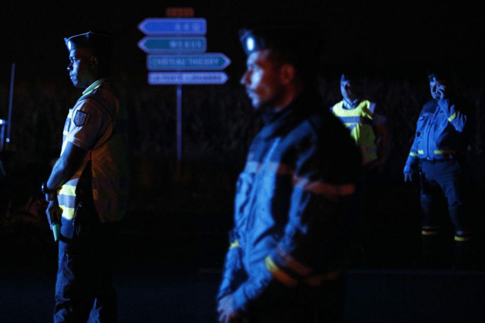 Die Gendarmerie am Abend in Sept-Sorts, 60 Kilometer östlich von Paris.