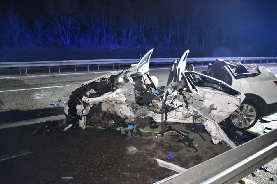 Geisterfahrer kracht auf Autobahn frontal in anderen Wagen: Mehrere Verletzte!