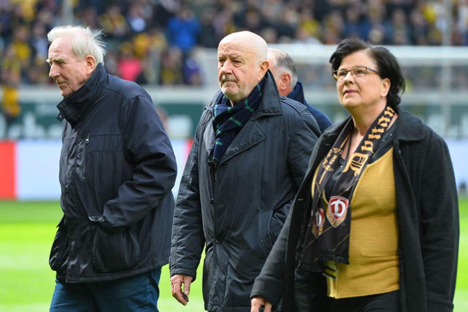 Klaus Sammer (l.) und Hans-Jürgen Kreische sind zwei der Ehrenspielführer und waren bei der Enthüllung im Stadion mit dabei.