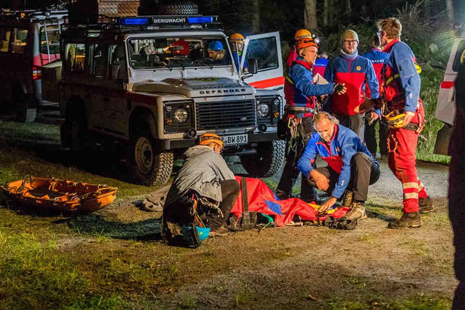 Die alarmierte Bergwacht transportierte den verletzten Dresdner per Seilsicherung ab. Er wurde in ein Krankenhaus gebracht.