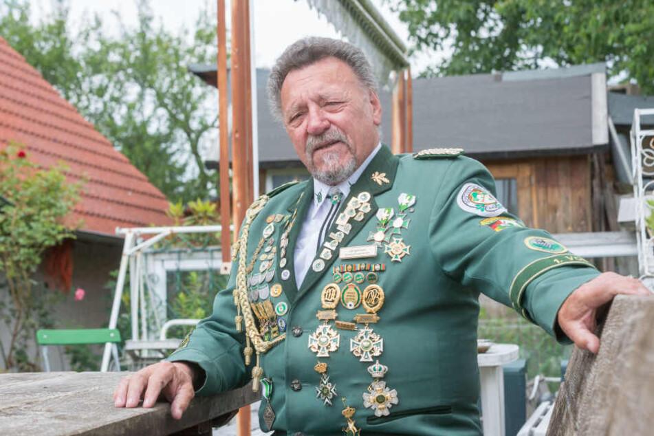 Vereins-Chef Alois Langwieser (73) ist noch immer fassungslos, wie heftig der Sturm seine Schießbahn traf.
