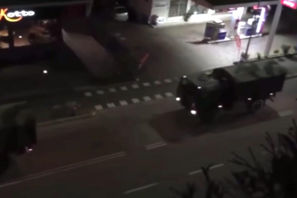 Hier werden Corona-Tote mit Militär-Trucks abtransportiert