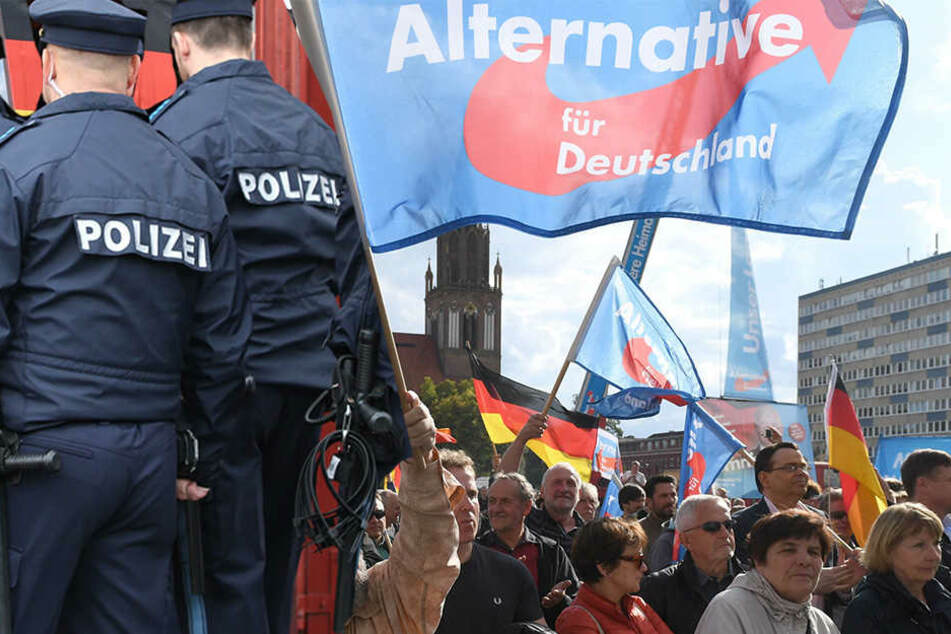 Vor einem Wahlstand der AfD ist ein 39 Jahre alter Mann in Dresden-Weixdorf ausgerastet.