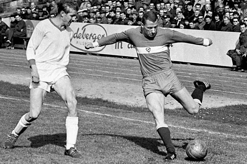 Siegfried Gumz (r.) im April 1967 im Oberliga-Spiel gegen die BSG Sachsenring Zwickau vor Horst Jura am Ball.