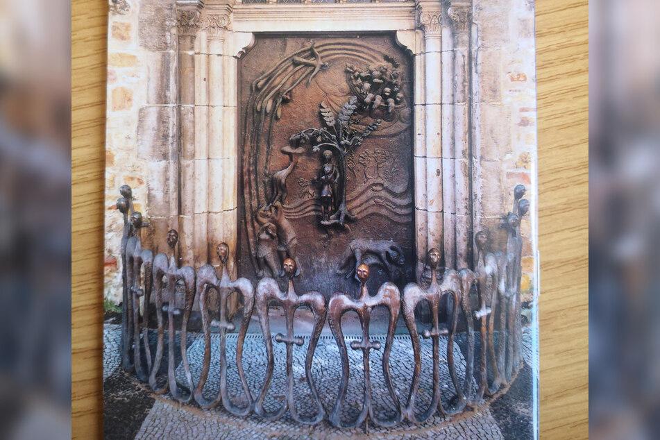 So sah das Kunstwerk vor dem Diebstahl der vier Engel aus.