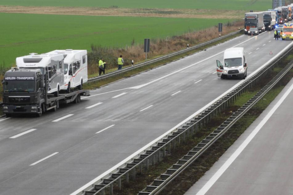 Transporter fährt auf Laster auf: Stau nach Unfall auf der A14 bei Leipzig
