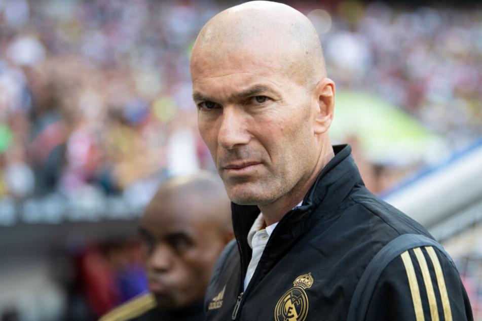 Sitzt selber nicht ganz sattelfest auf der Trainerbank der Königlichen, würde sich über einen Spieler vom Kaliber Jadon Sancho mit Sicherheit aber sehr freuen: Real-Trainer Zinedine Zidane.