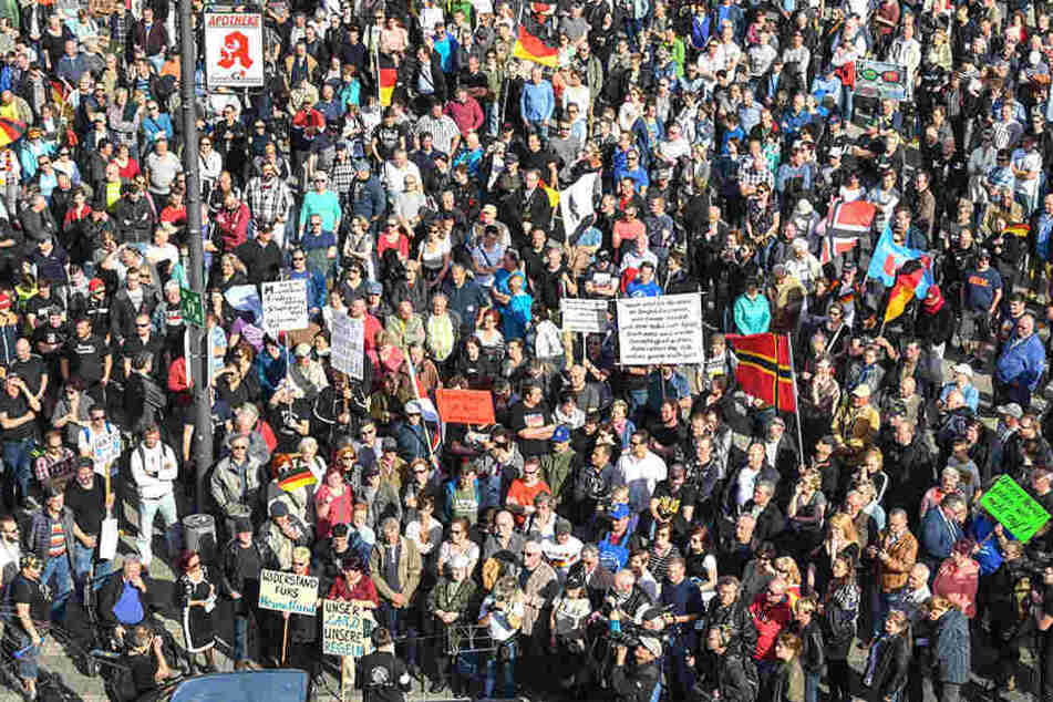 Am 14. April demonstrierten hunderte Menschen in Cottbus gegen Flüchtlinge.
