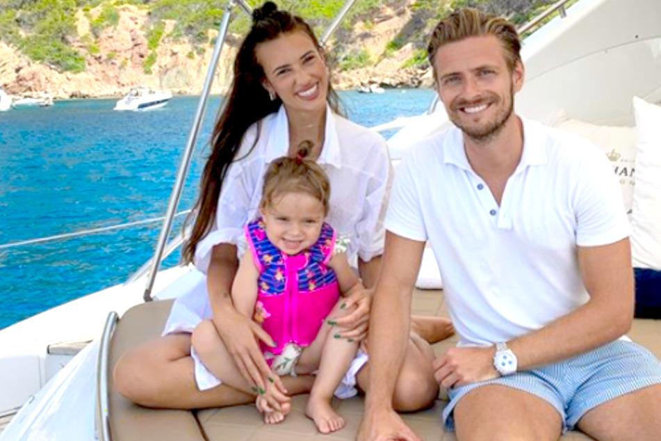 GZSZ-Star Jörn Schlönvoigt (34), Ehefrau Hanna Weig (24) und Töchterchen Delia (2).