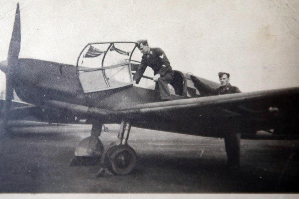 Waldemar Günther im Zweiten Weltkrieg mit einem Fliegerkollegen. Weil er schon Erfahrung als Segelflieger hatte, wurde der Zwickauer zur Luftwaffe eingezogen.