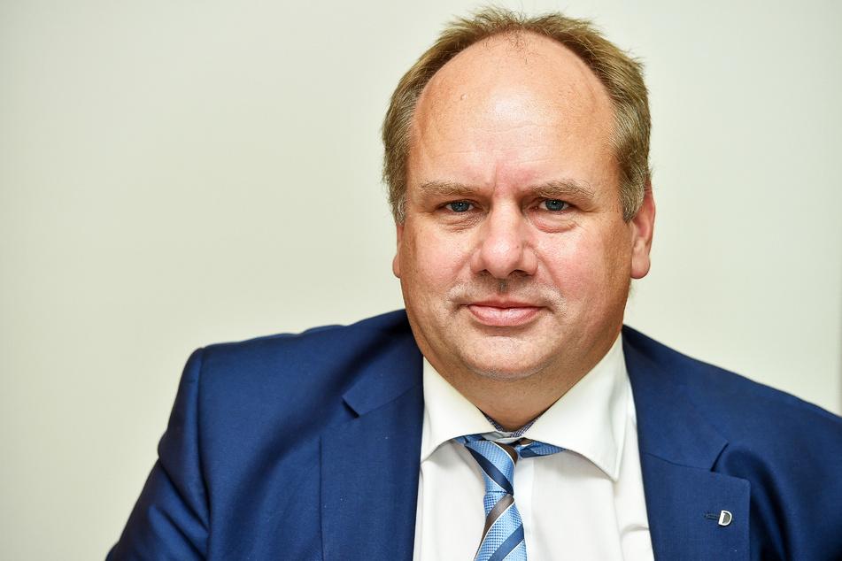 Freut sich über den neuen Standort: Dirk Hilbert (49, FDP).